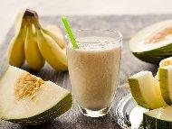 Смуути от банан, пъпеш и прясно мляко